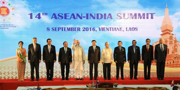 ASEAN leaders pose for group